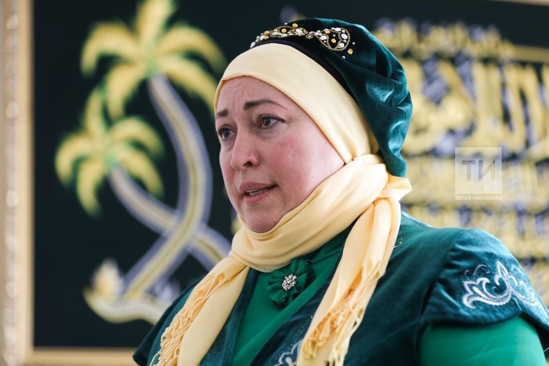 Смотреть Золотой трап для короля: какой багаж возит с собой саудовский монарх видео